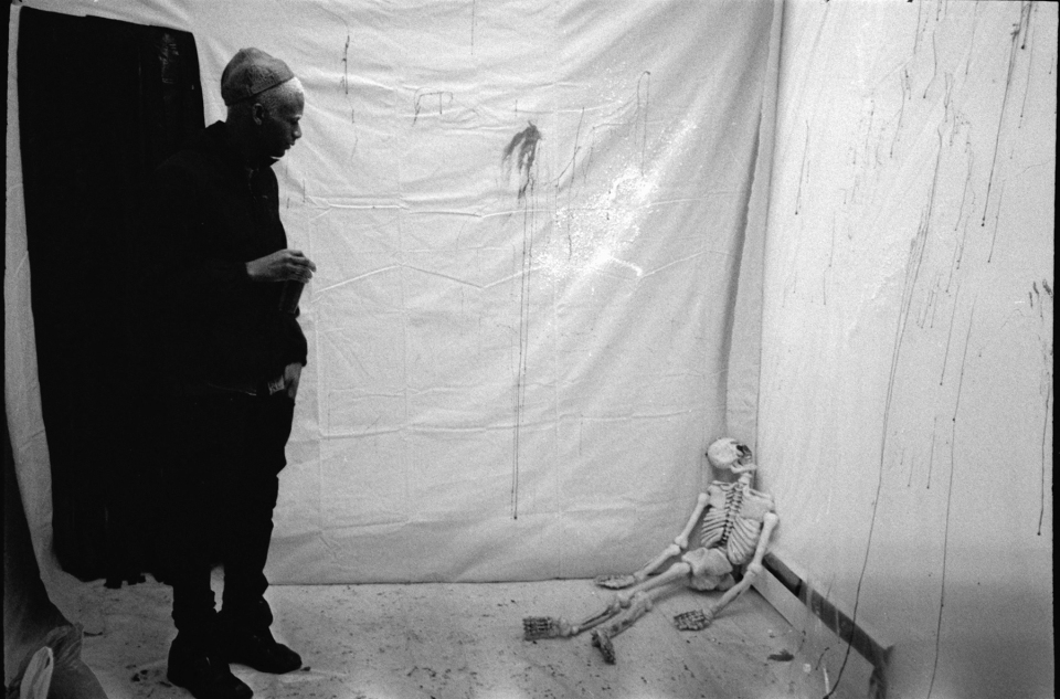 34_skeleton_room